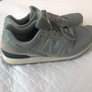 696 New Balance tennis shoes